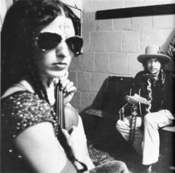 Scarlet Rivera e Bob Dylan