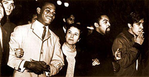Jair Rodrigues, Elis Regina, Gilberto Gil e Edu Lobo na passeata