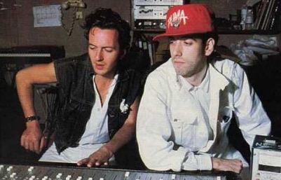 Joe Strummer e Mick Jones nas gravações do álbum