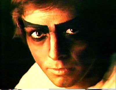 Peter Gabriel caracterizado de Rael