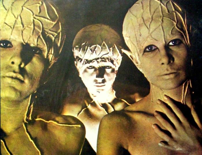 As figuras mutantes de 6 dedos na contracapa do álbum