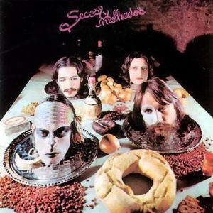 O excelente álbum homônimo de estreia dos Secos & Molhados é de 1973.