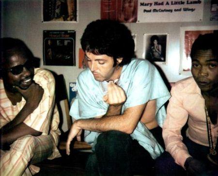 Paul no estúdio da EMI em Lagos, Nigéria