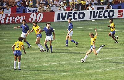 Falcão empata o jogo pela segunda (e última) vez contra a Itália em 1982