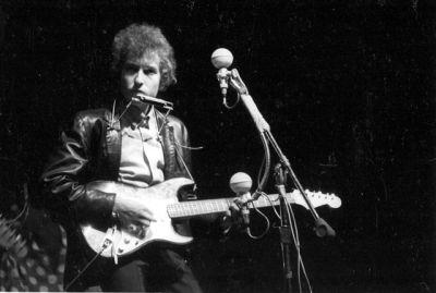 Bob Dylan escandalizando no Festival de Newport - 1965