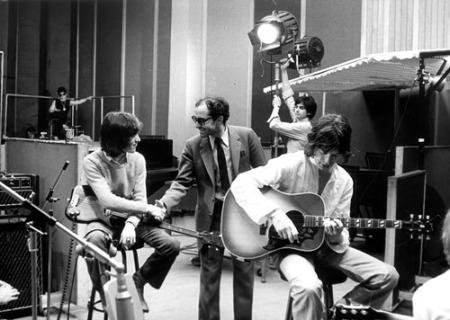 Dois ícones eternos dos anos 60: Jean-Luc Godard (de terno) e os Rolling Stones