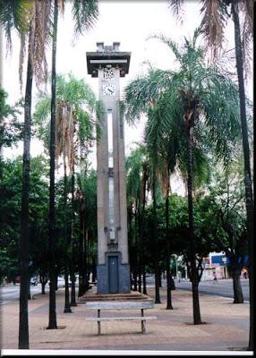 Relógio da Av. Goiás - patrimônio de art déco.