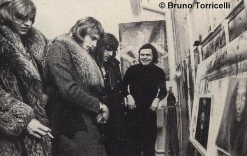 Lake, Palmer e Emerson checando o trabalho de H.R. Giger