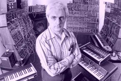Robert Moog e alguns de seus sitetizadores