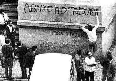 """Brasil - 1968: """"Abaixo a Ditadura"""" e eu digo """"Sim!"""" ditadura nunca mais!"""