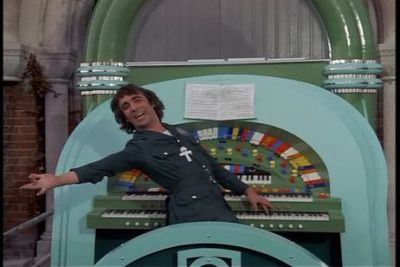 "Keith Moon (tio Ernie) no filme ""Tommy"""