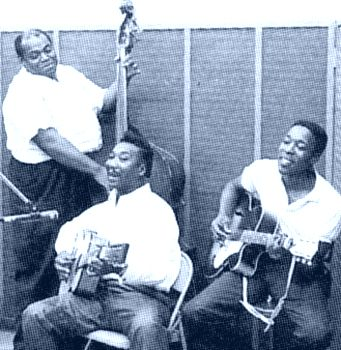 Registro histórico: Dixon, Muddy Waters e Buddy Guy.