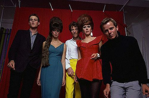 1980 --- Kate Pierson, Fred Schneider, Keith Strickland, Cindy Wilson and Ricky Wilson of The B-52s. --- Image by © Lynn Goldsmith/CORBIS