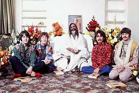 Com o Maharishi na India.