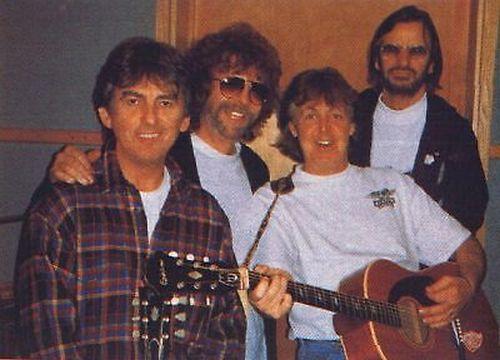 George, Jeff Lynne, Paul e Ringo durante os trabalhos do projeto Anthology.