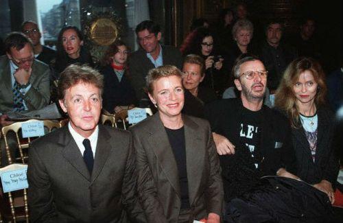 Paul e Linda, Ringo e Barbara em uma solenidade em 1997.