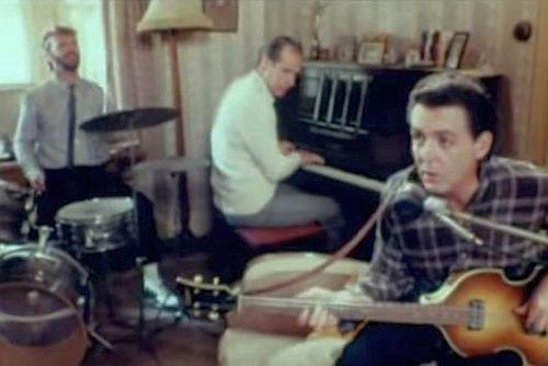 Registro histórico: Ringo Starr, George Martin e Paul McCartney.