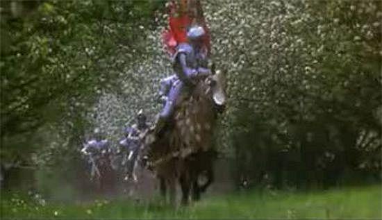 """O Rei Artur comanda novamente seus cavaleiros numa terra renascida, ao som de """"O Fortuna"""""""