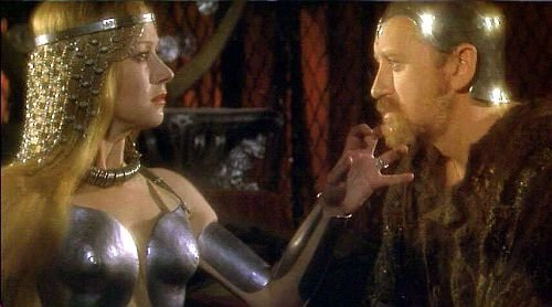 Morgana (Helen Mirren) e Merlin (Nicol Williamson)