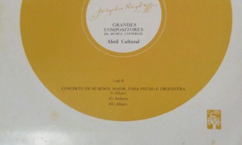 """A contracapa onde lê-se """"Concêrto (sig) para Pistão e Orquestra"""""""