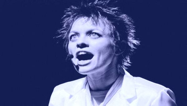 Laurie Anderson Singing